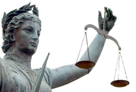 Inhalt Dieser Artikel informiert über die altuelle Debatte zur Legalität des dynamischen Pricings im Onlinehandel. Nachdem NRW-Verbraucherminister Johannes Remmel angekündigt hat schärfere Gesetze gegen die Praxis individueller Preise zu prüfen, sind… Mehr lesen